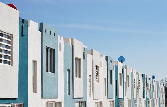 転勤が決まったらマンションはどうする?売却or賃貸or空き家?それぞれのメリット・デメリットを解説